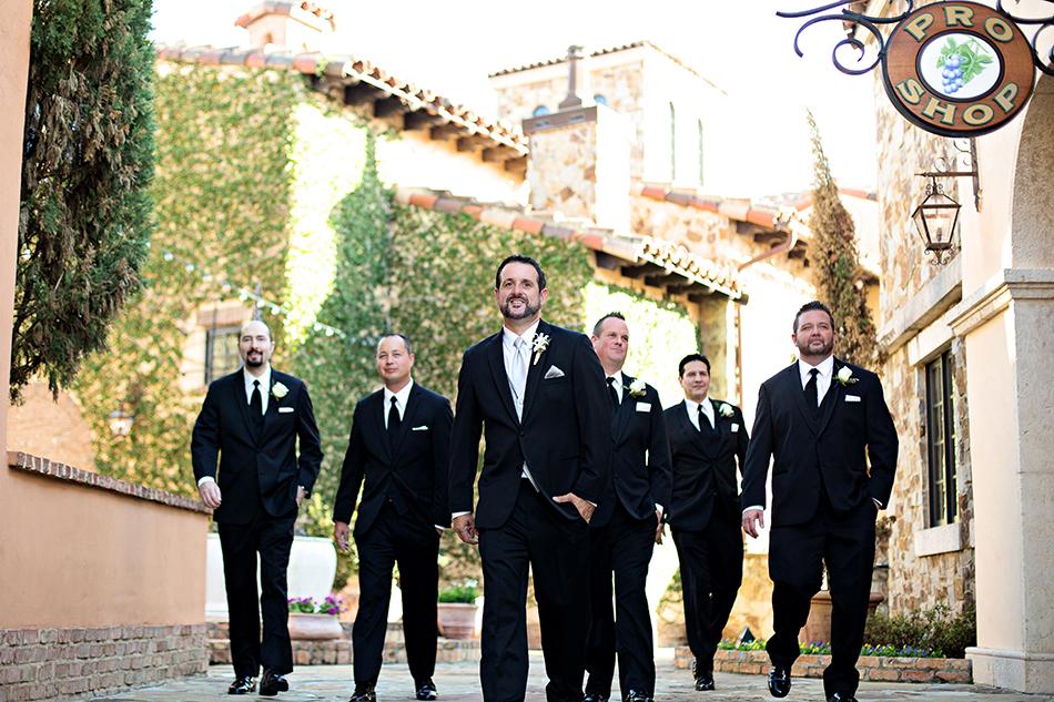 groomsmen wedding pose ideas
