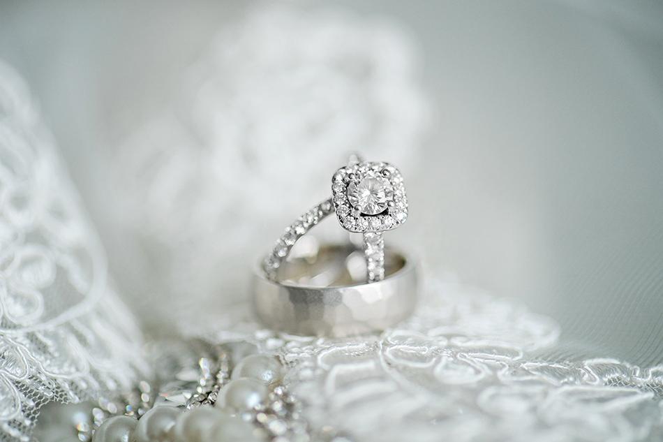 gorgeous modern wedding ring