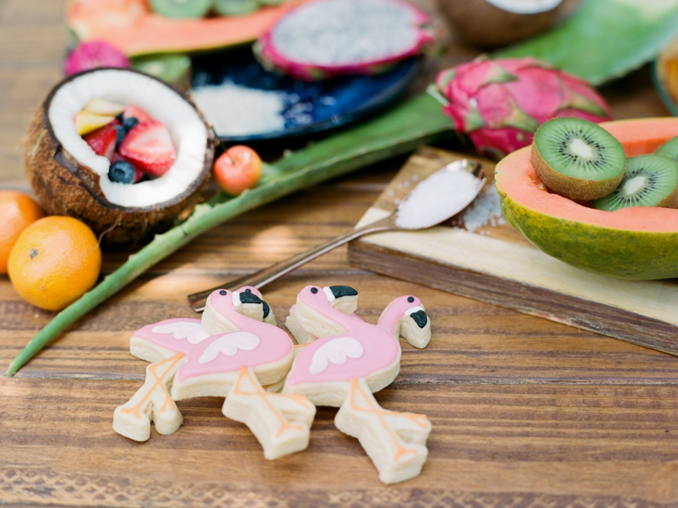 flamingo cookie favors from cookie cousins
