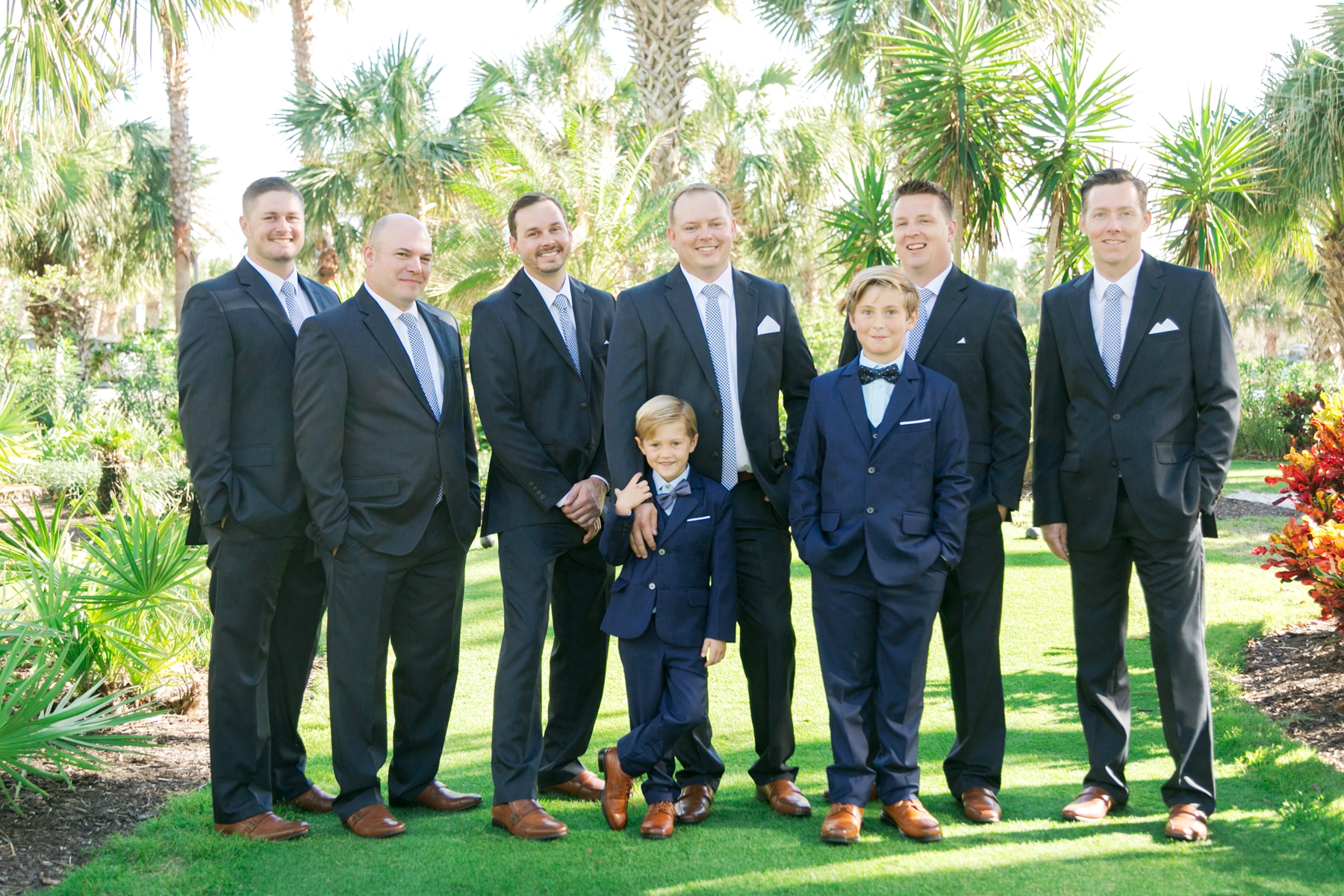 casual groomsmen photos