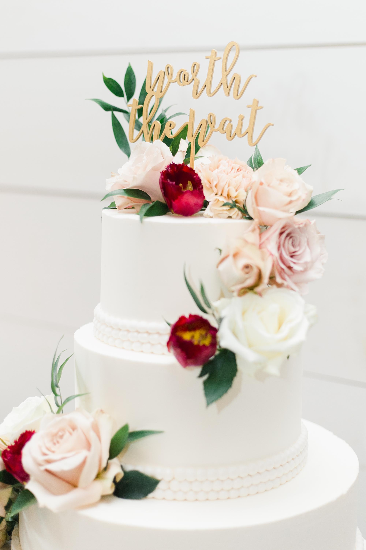 rustic wedding cake by creme de la cocoa