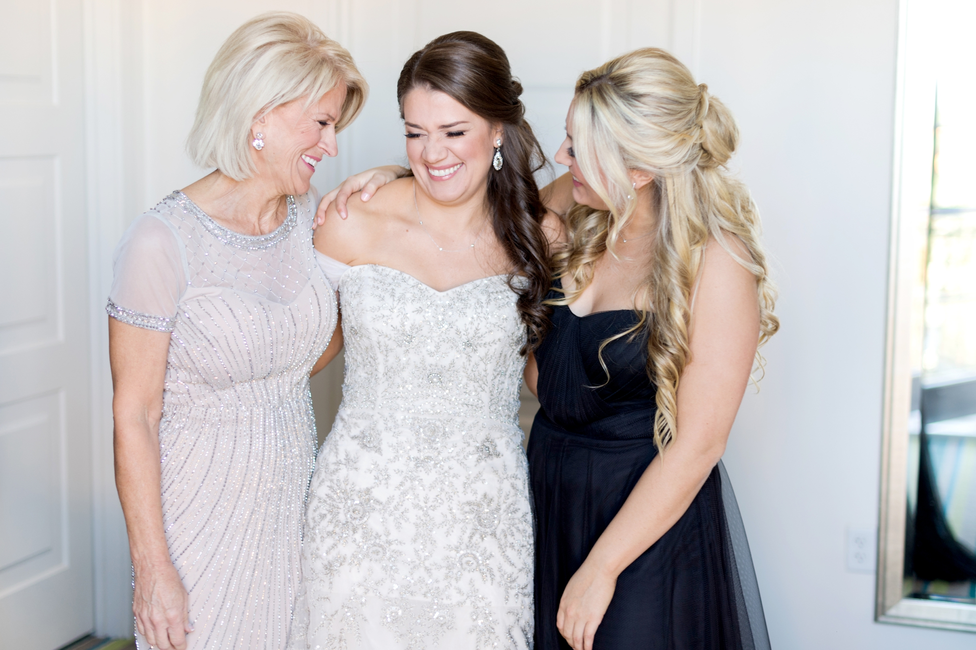 wedding photos with mom you have to take