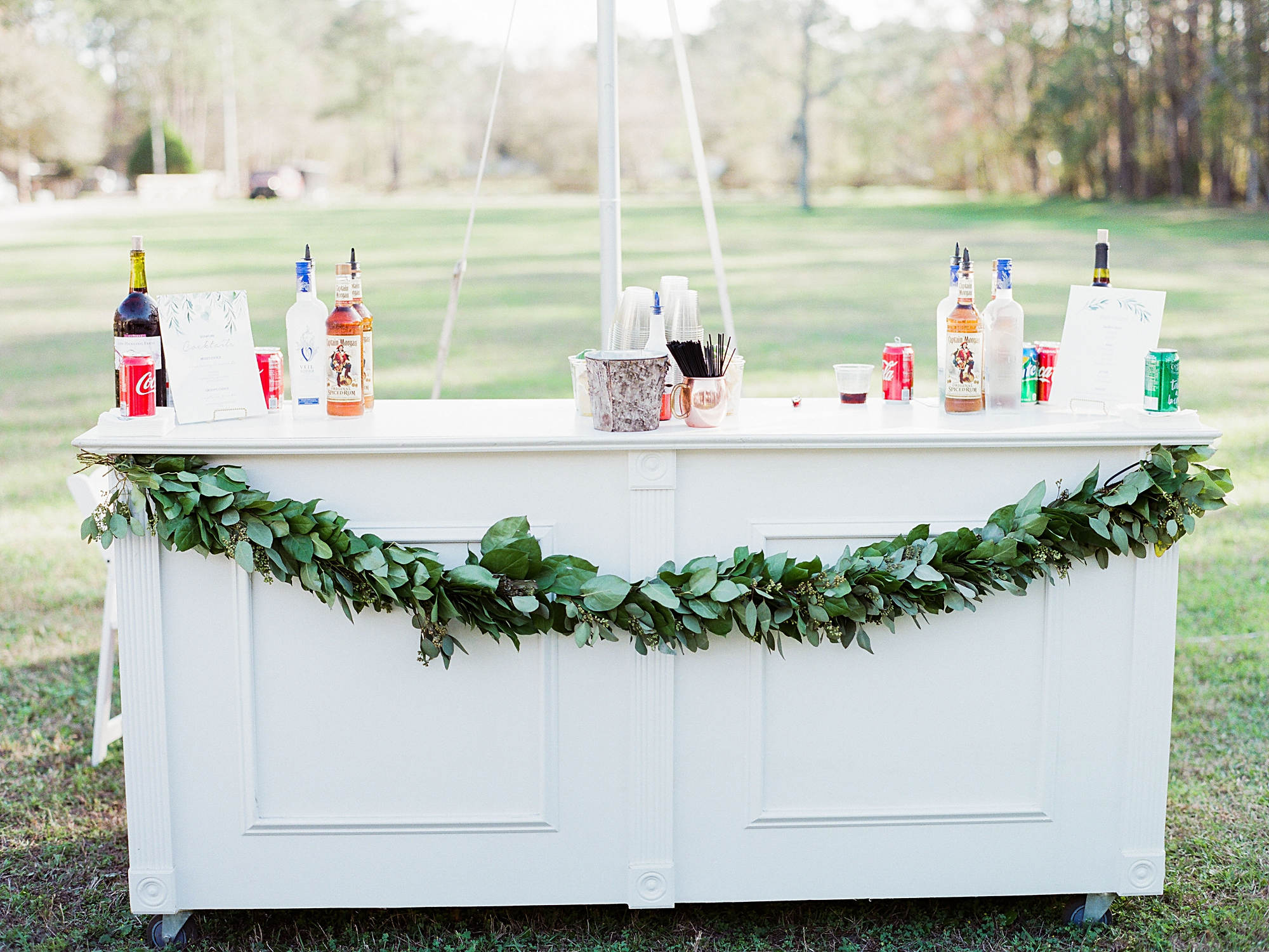 simple bar for outdoor wedding