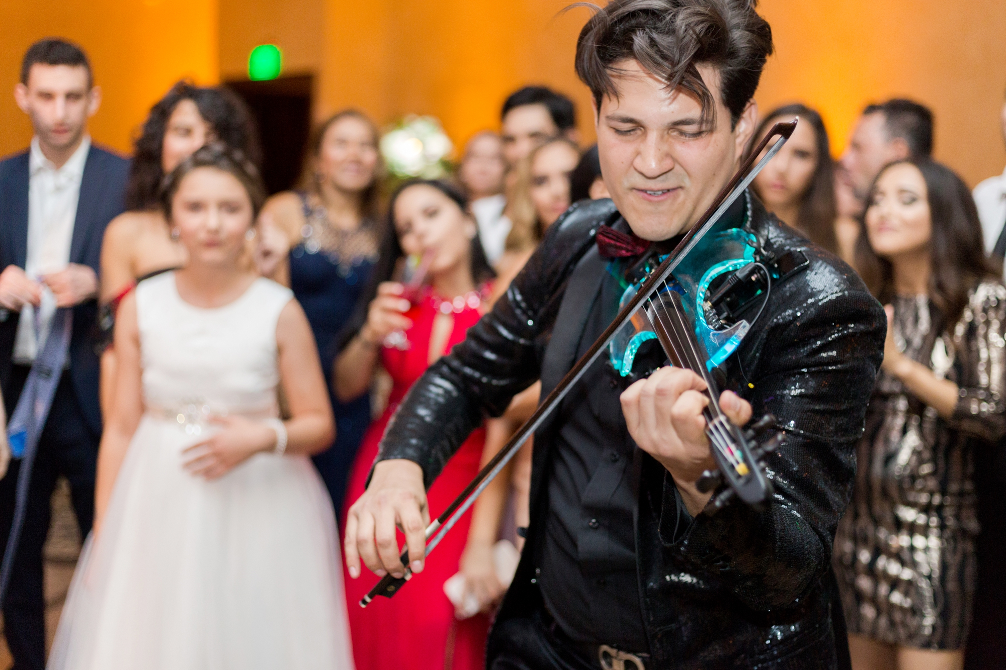 electric violinist at wedding reception