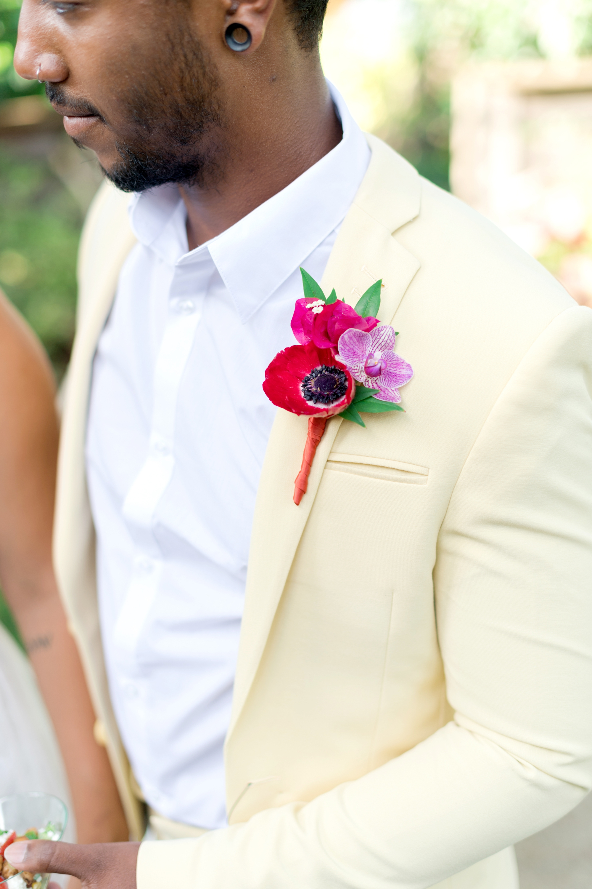 alternative groomsman attire - yellow suit