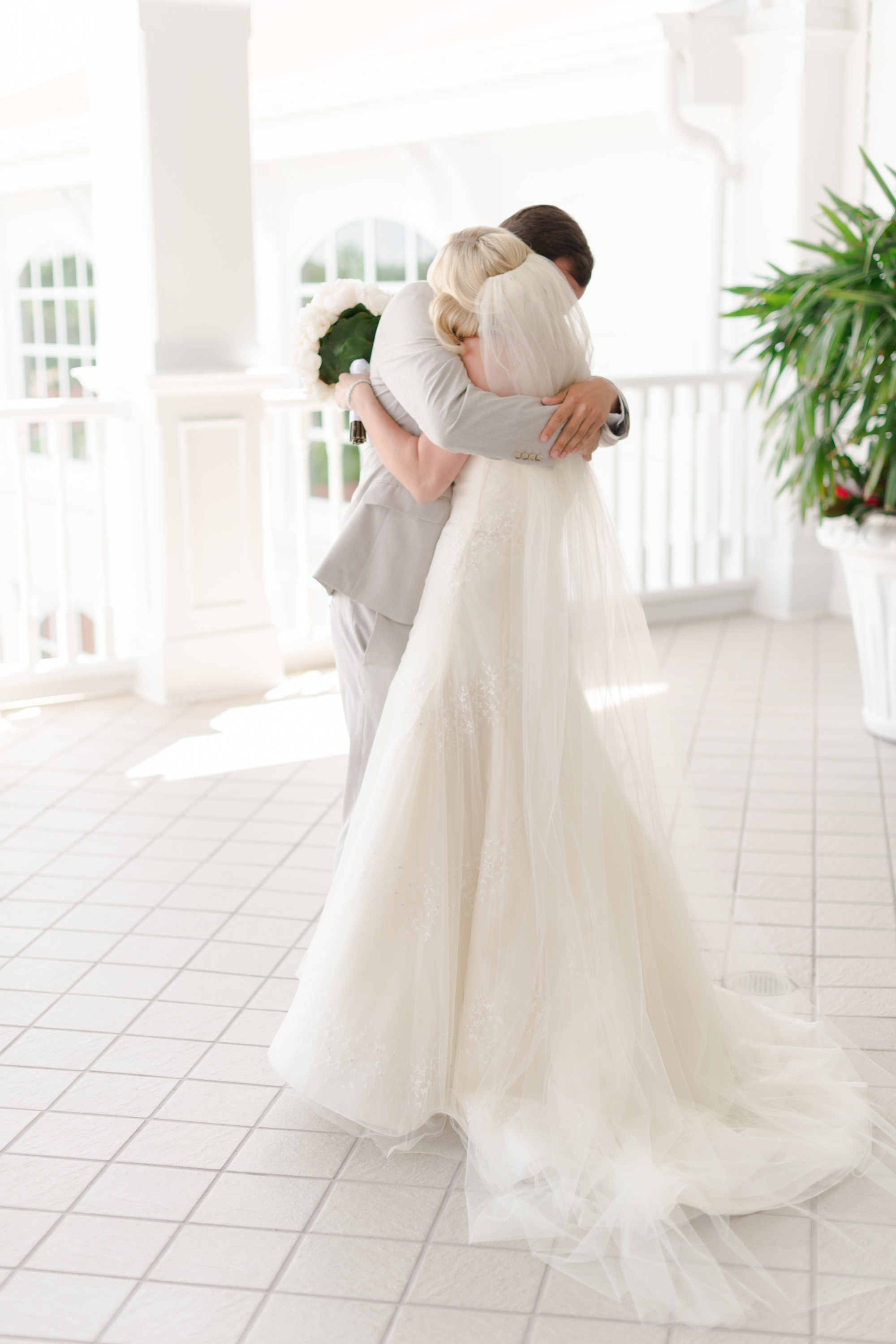 vera wang wedding dress and vera wang veil