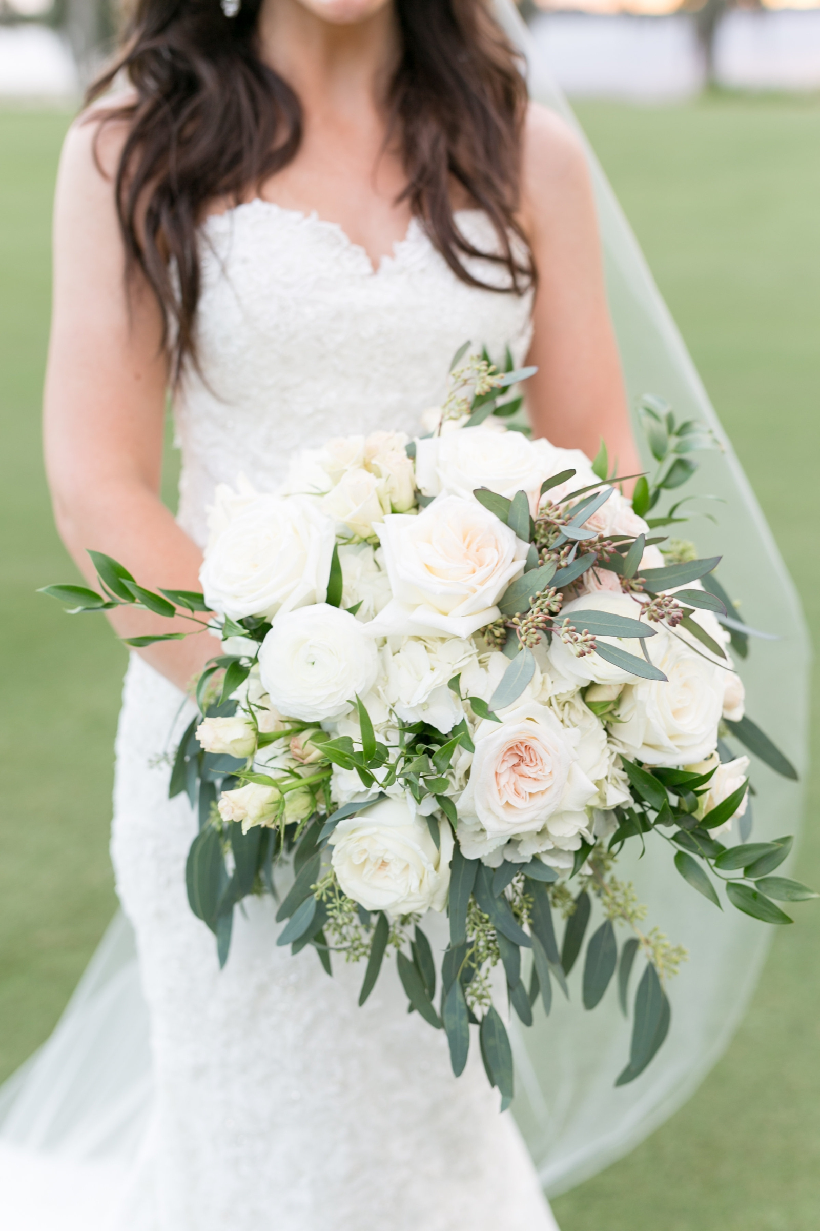 earthy white bouquet