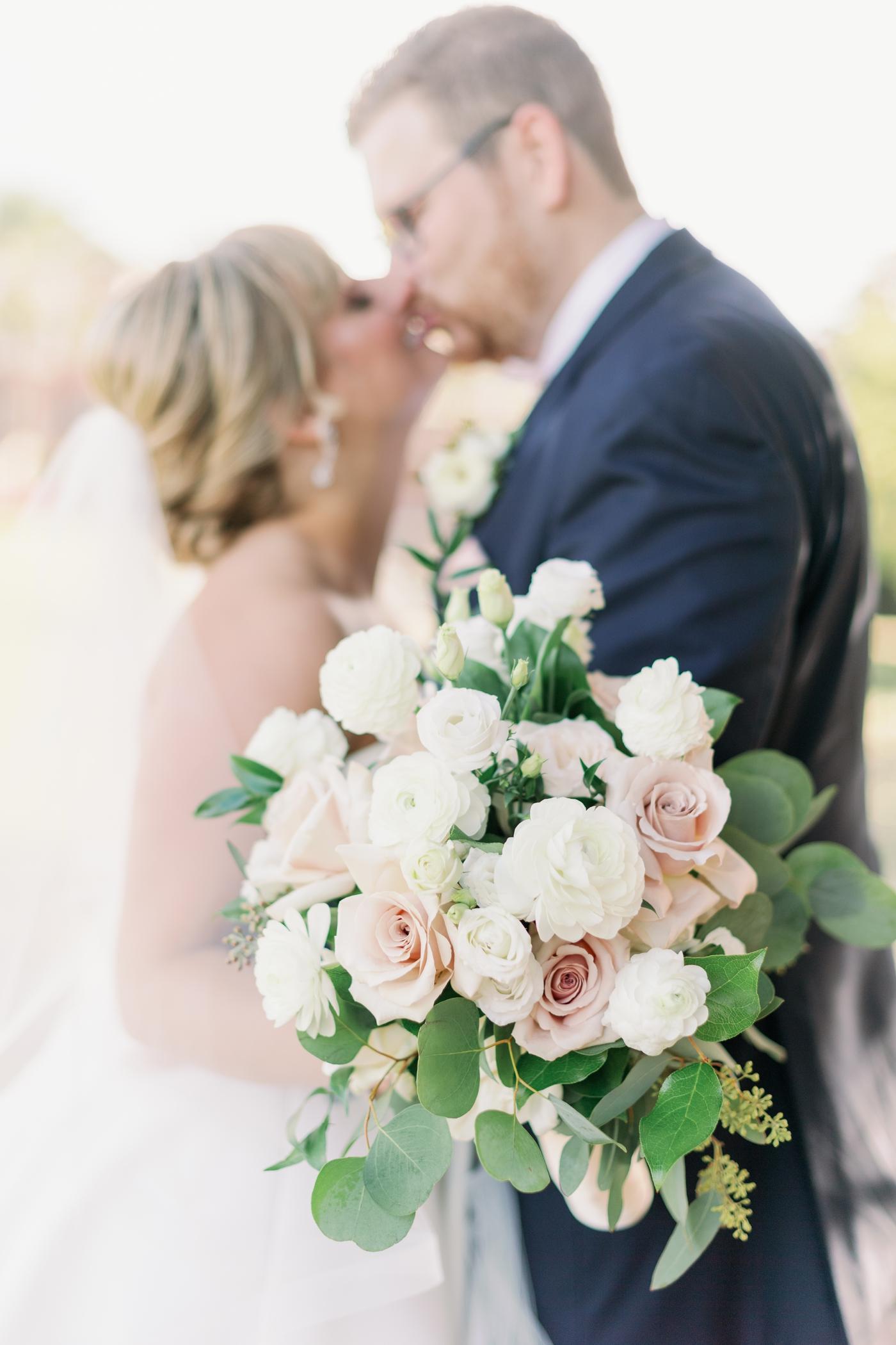 classic modern wedding bouquet